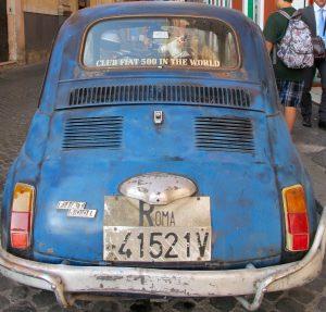 Bis 1994 gaben auf den Autokennzeichen in Italien die ersten beiden Buchstaben Auskunft über die Herkunft. Eine Ausnahme war hier ROMA.