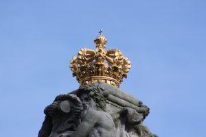 Die Fahrzeuge des dänischen Königshauses haben eine Abbildung einer Krone auf den Kennzeichen.