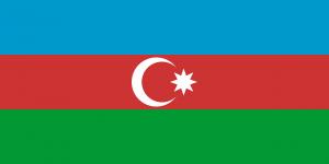 Auf den Autokennzeichen in Aserbaidschan befindet sich anstelle der europäischen Sterne die Landesflagge.