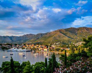 Neben einer schönen Landschaft hat Mazedonien auch eigenen Kennzeichen, allerdings erst seit 1993.