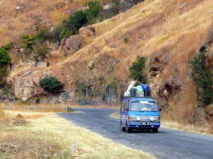 Die Autokennzeichen in Madagaskar tagen nach den 4 Ziffern 2 bis 3 Buchstaben für die Herkunftsprovinz. Hier steht F für Fianarantsoa.