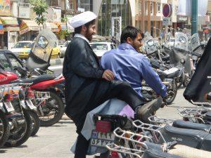 Die Autokennzeichen im Iran nutzen die Landesflagge.
