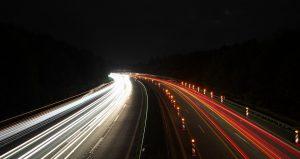 Veränderungen der Beleuchtung können den Gegenverkehr blenden und bringen Verwangelder, Entzug der Betriebserlaubnis und des Versicherungsschutzes mit sich.