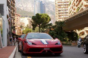 Kennzeichen in Monaco bestehen aus 4 Zeichen von denen einer ein Buchstabe ist gefolgt von 3 Ziffern oder 4 Ziffern.