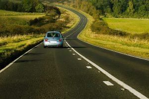 Fahren ohne Führerschein ist nicht nur eine Ordnungswidrigkeit, als Straftat drohen Bußgelder und Haftstrafen.