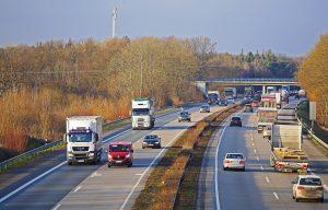 Autobahnbrücken eignen sich gut für Abstandsmessungen.