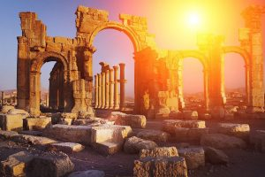 Auch antike Bauwerke sind bei den Touristen beliebte Sehenswürdigkeiten.