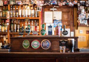 Die irischen Pubs sind nicht nur bei den Touristen beliebt.