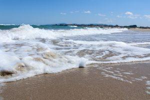Neben der bulgarischen Küche ist auch der Strand beliebt wie hier in Primorsko.
