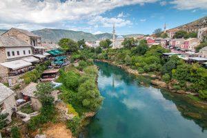Mostar ist die größte Stadt der Herzegowina, dem südlichen Teil von Bosnien und Herzegowina und die 6. größte Stadt des Landes mit 113.000 Einwohnern.
