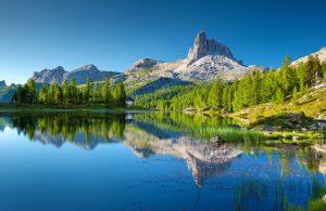 Der Lago Federa, ist einer der schönsten Bergseen in den Dolomiten.