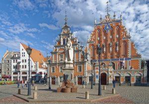 Der Rathausplatz in Riga bietet Touristen schöne Bauten im Jugendstil.