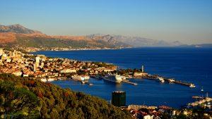 Die Stadt Split mit dem Hafen in Kroatien, als zweitgrößte Stadt des Landes.