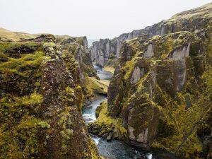 Tektonische Platten in Island die durch großräumige tektonische Vorgänge der äußeren Erdhülle, der Lithosphäre, oberster Erdmantel, Erdkruste, entstanden sind.