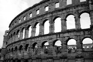 Das römische Kolosseum in Pula.