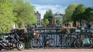 Die Verkehrsregeln sollten bei einer Reise in die Niederlanden beachten werden, da sonst Bußgelder drohen die auch in Deutschland eingetrieben werden.