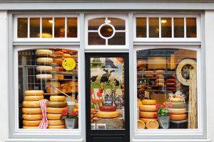Nicht nur Käse wie der holländische Gouda ist typisch für die Küche des Landes.