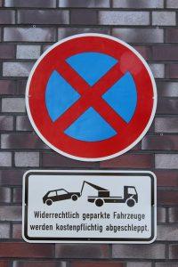 Im absoulten Halteverbot ist das Halten und Parken verboten.
