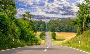 Was man beim Fahren auf Landstraßen beachten sollte.