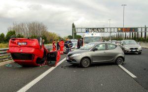 Ein Verkehrshindernis kann schnell zu Auffahrunfällen führen.